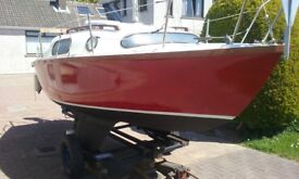 LEISURE 17' SAILING BOAT, GOOD ROAD TRAILER, 5HP YAMAHA OUTBOARD £1375