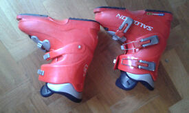 Kids Salomon Performa T3 red ski boots, size 4 / 23.0 in great condition