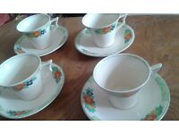 Vintage tea cups and saucers x4