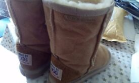 Girls warm winter boots - Size 9