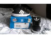 Brand nrw boxed adidas infant boys size 4 trainers