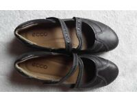 Ladies ecco shoes, size 6.