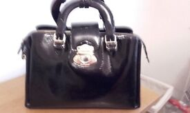 BLACK PATENT LARGE LADIES HANDBAG IN PERFECT CONDITION