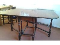 Large oak gateleg table in very good condition