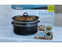 Stoneware slow cooker