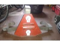 Bull dog wheel clamp