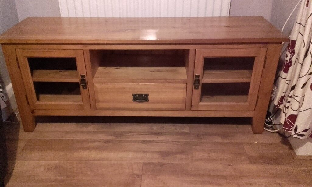 Solid pine tv display unit