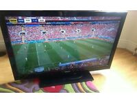 40 INCH TOSHIBA FREE VIEW HDMI USB MEDIA TV ON STAND WITH REMOTE