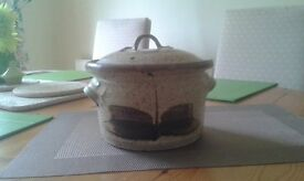 Earthenware cooking pot with lid. Suitable for oven use.