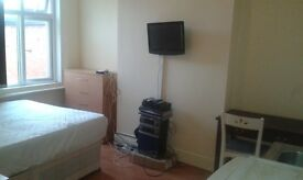HOTEL TYPE DOUBLE ROOM £325PM /£150DEPOSIT, OWN TV, MINI KITCHEN, EAST PARK ROAD LE5 5HH.