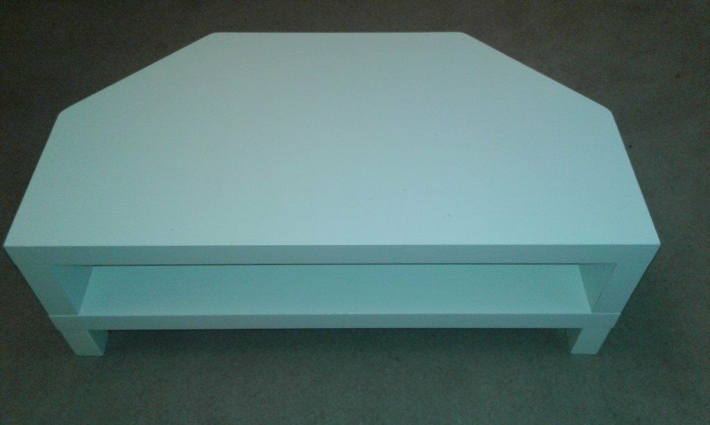 WHITE IKEA TV UNIT, £5.00.