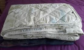 King Size Quilt (As New)