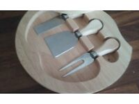 Small wooden cheeseboard with 3 cutters.
