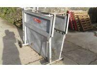 Bateman calf dehorning crate £380