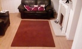 Large dark red rug 6ft x 4 1/2 ft