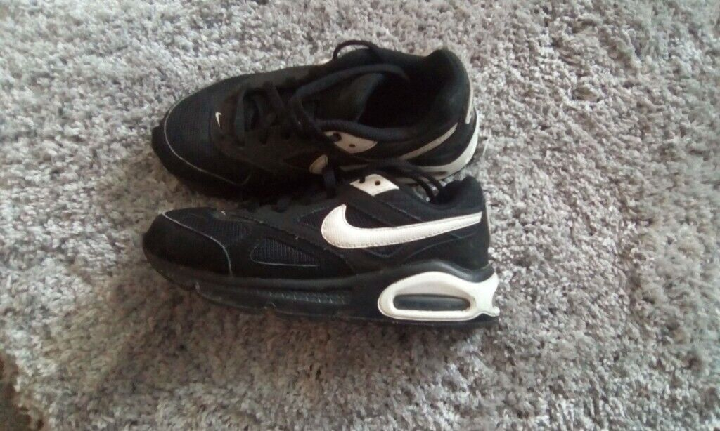 half off 69b07 631ee Pair of Nike Air Max kids trainers - Size 12
