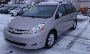 2010 Toyota Sienna LE 7 Passenger | Accident-FREE | CERTIFIED...
