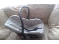 Baby car seat in excellent condition.