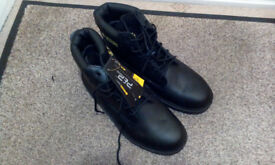 MEN'S WORK BOOTS - SIZE 11