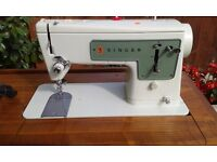 SEWING MACHINE SINGER 449 Electric Straight Stitch Machine in Very Good Condition