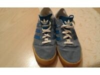 Mens size 9 canvas Adidas trainer