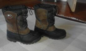 Olang Kids Snowboots, excellent condition, hardley worn. Size 33/34. Fully lined, rubber sole.