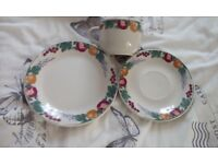 CROWN DYNASTY FRUITS PATTERN 25 TEA CUPS 28 SAUCERS 18 TEA PLATES 5 DINNER PLATES