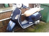 2011 VESPA GTS 125 ie 2080 MILES TOP BOX AND 2 MIRRORS