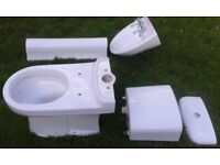 BARGAIN Twyford Close coupled toilet & Pedestal sink with fittings almost new £50