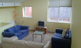 Large 3 bedroomTown House HULME M15, Great location and fully furnished.