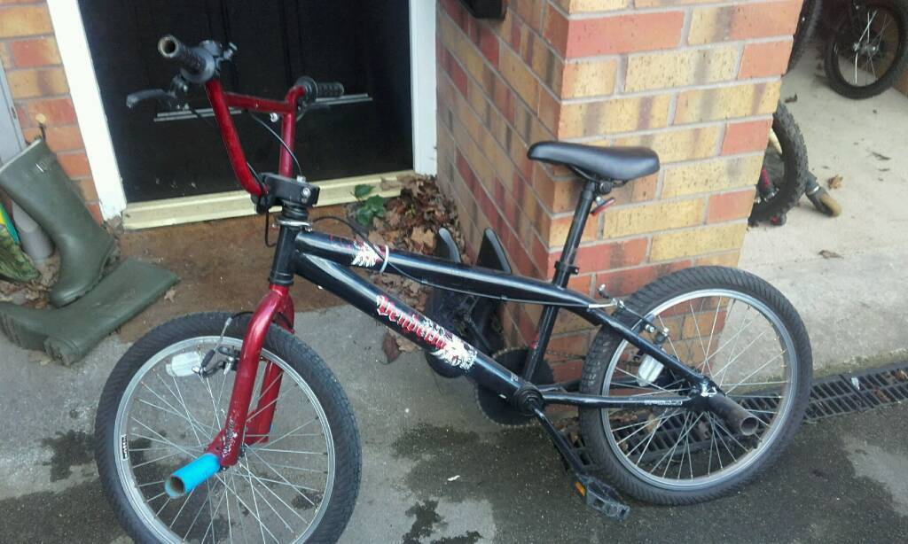 Bmx bike stunt pegs. Does need attentionin Hull, East YorkshireGumtree - Bmx bike good condition but does need back picture and front brake fixing hence price. Stunt page at front and rear of bike