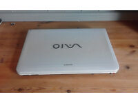 Gaming Laptop Windows 7 320GB HDD - Core-i3 CPU, Radeon HD5450 Graphics, 4GB DDR3 RAM, with charger