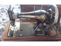 Vintage early Edwardian SINGER sewing machine in wooden case still turns lovely vintage antique