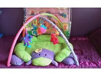 Blossom Farm Activity Arch And Quilt.