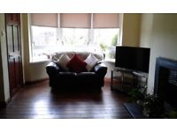 Semi-detached house in Knightswood to share.