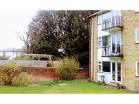CENTRAL GUILDFORD LARGE BEDSIT WITH PRIVATE BALCONY & PRIVATE PARKING PERMIT