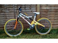 Marin down hill mountain bike, pearl white alloy frame carbon front hub Answer Manitou forks Hope sc