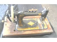 SINGER VINTAGE MANUAL SEWING MACHINE IN WORKING CONDITION WITH CASE COVER AVAILABLE FOR SALE