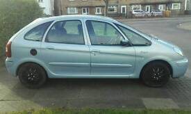 Picasso 2lhdi desire 750 ono if got a set of alloys for it aswell