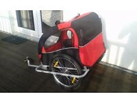 bicycle trailer : red & black, very good condition.