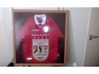 Framed manchester united t-shirt not signed