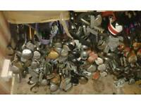 Large amount of used golf clubs+bags