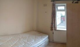 SINGLE ROOM TO LET IN HENDON NW4 - CONVENIENT LOCATION, CLOSE TO ALL LOCAL AMENITIES