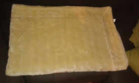 Cream Faux Fur/Suede Effect Throw/Blanket