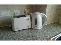 PHILLIPS KETTLE AND BOSCH TOASTER IN GOOD CONDITION