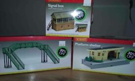 Hornby model railway building kits, boxed. Bridge, platform shelter, signal box.