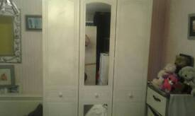 WHITE BEDROOM SET 3 DOOR WARDROBE CHEST OF DRAWERS AND BEDSIDES