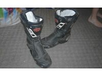 size 9 motorbike boots £25