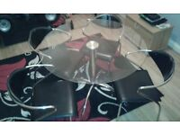 L@@K TABLE & 4 CHAIRS