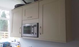 Cream shaker style kitchen doors and worktop
